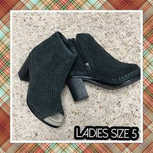NEW LADIES SIZE 5 peep toe ankle boot